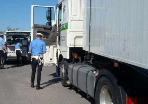 Controlli straordinari sui camion e autobus Truck & Bus
