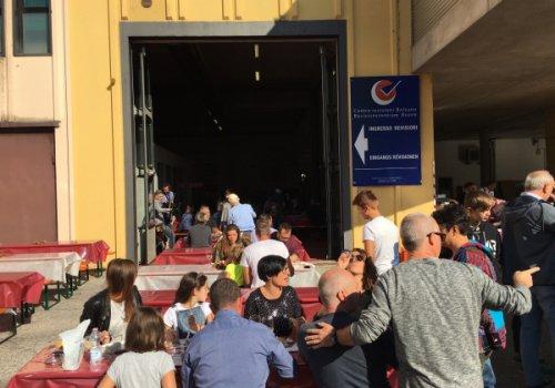 Centro Revisioni Bolzano, oltre 300 partecipanti alla Oktoberfest organizzata per festeggiare i 20 anni di attività. La nuova sfida dei veicoli green