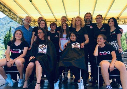 """Successo di """"Diamoci un taglio"""". Federacconciatori CNA-SHV raccoglie 4 metri di capelli: saranno donate 5 parrucche per malati oncologici"""
