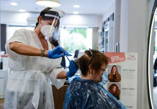 Parrucchieri e centri estetici aperti nei festivi. Novità sui ristori