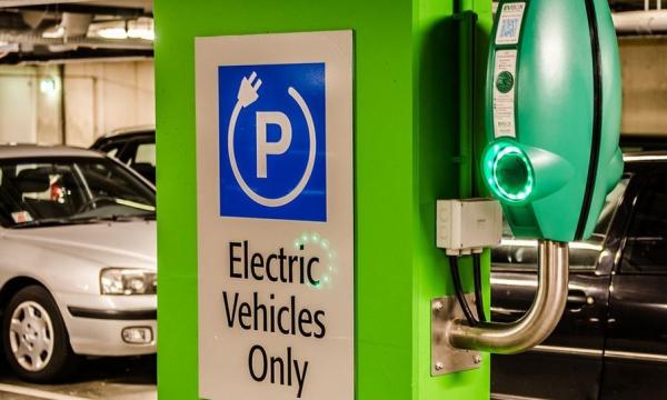 """Alfreider: """"Importante il sostegno alla mobilità elettrica"""""""