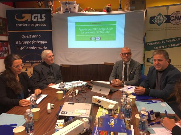 """SHV-CNA stellt die """"Agenda für Südtirol 2019"""" vor: Vorschläge für die Wirtschaft. """"Die neue Landesregierung muss die KMU unterstützen"""". Vorgestellt wurde das neue Projekt für Warenzulieferung"""