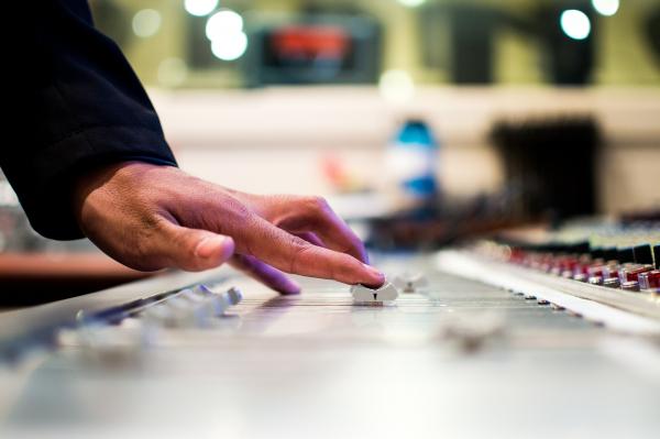 Musica d'ambiente, sconto SIAE del 5% e pagamento differito al 31 luglio